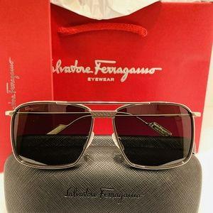 Salvatore Ferragamo Sunglass Style SF221SL
